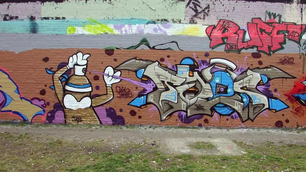 wall-graffiti-berlin