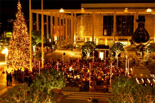 Free Christmas Spirit in Los Angeles; downtown sing-a-long at night