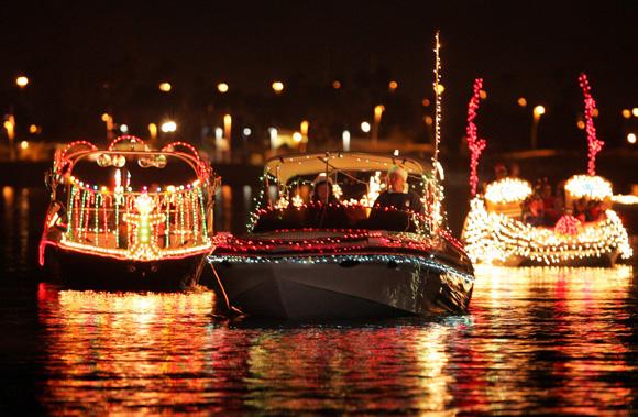 Free Christmas Spirit in Los Angeles; marina del rey boat parade
