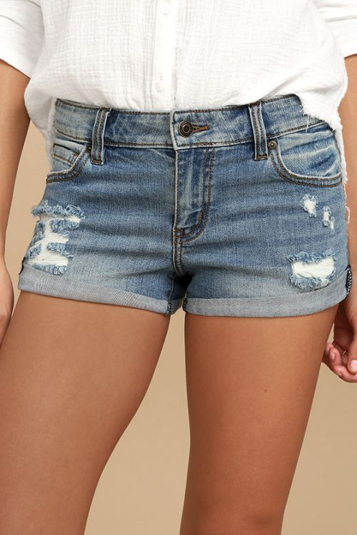 what you should pack for a California road trip; denim shorts