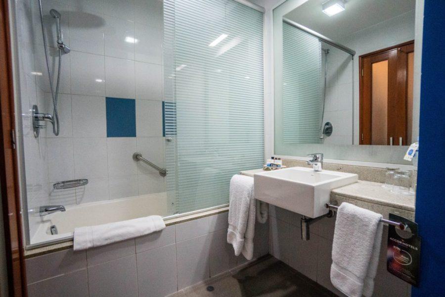 Novotel Cusco; interior bathroom
