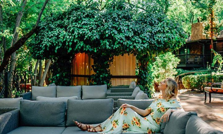 travel with endometriosis and PCOS; girl in L'Auberge Sedona green ivy