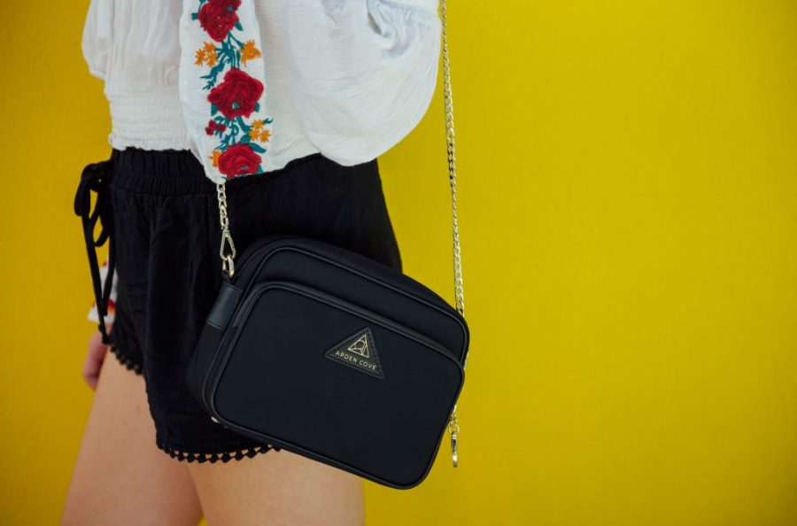 best holiday gift list; girl wearing Arden cove cross body black purse antitheft