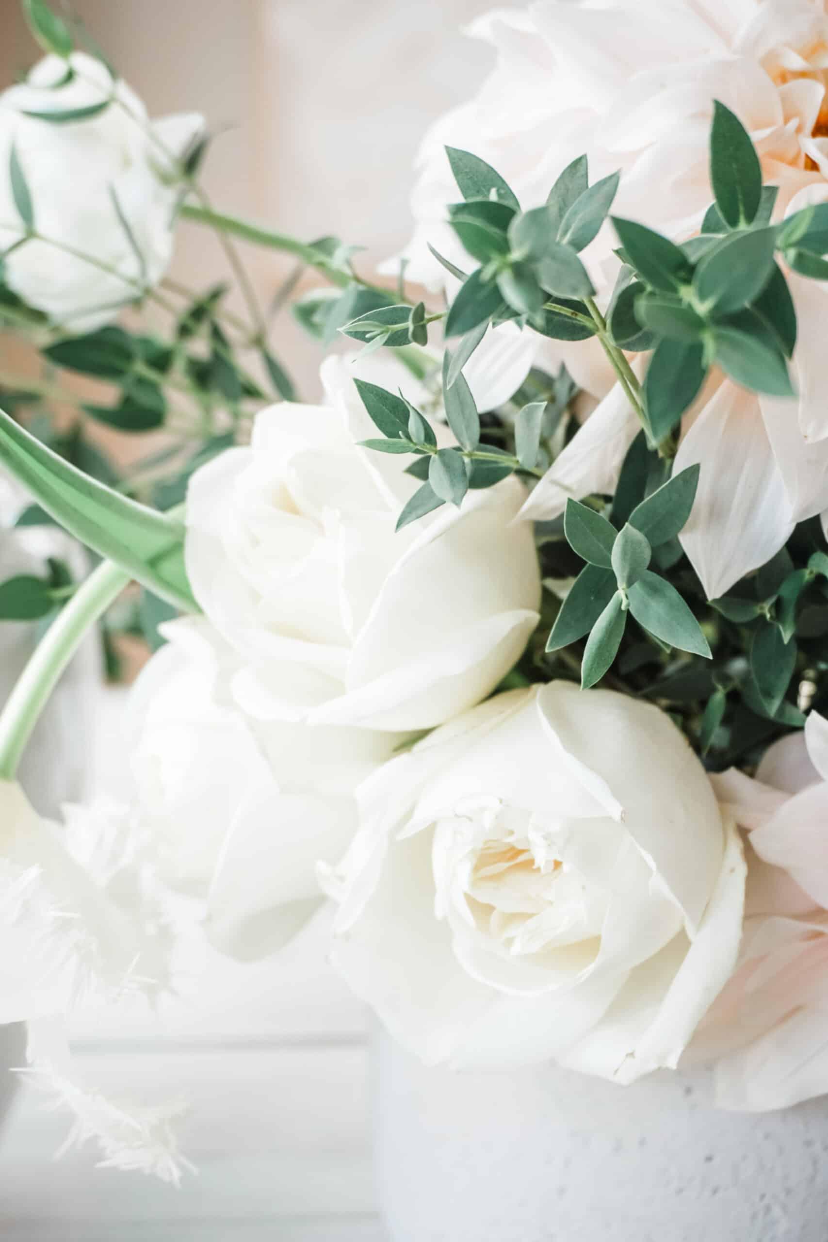 Floral arrangement using frog lid vase