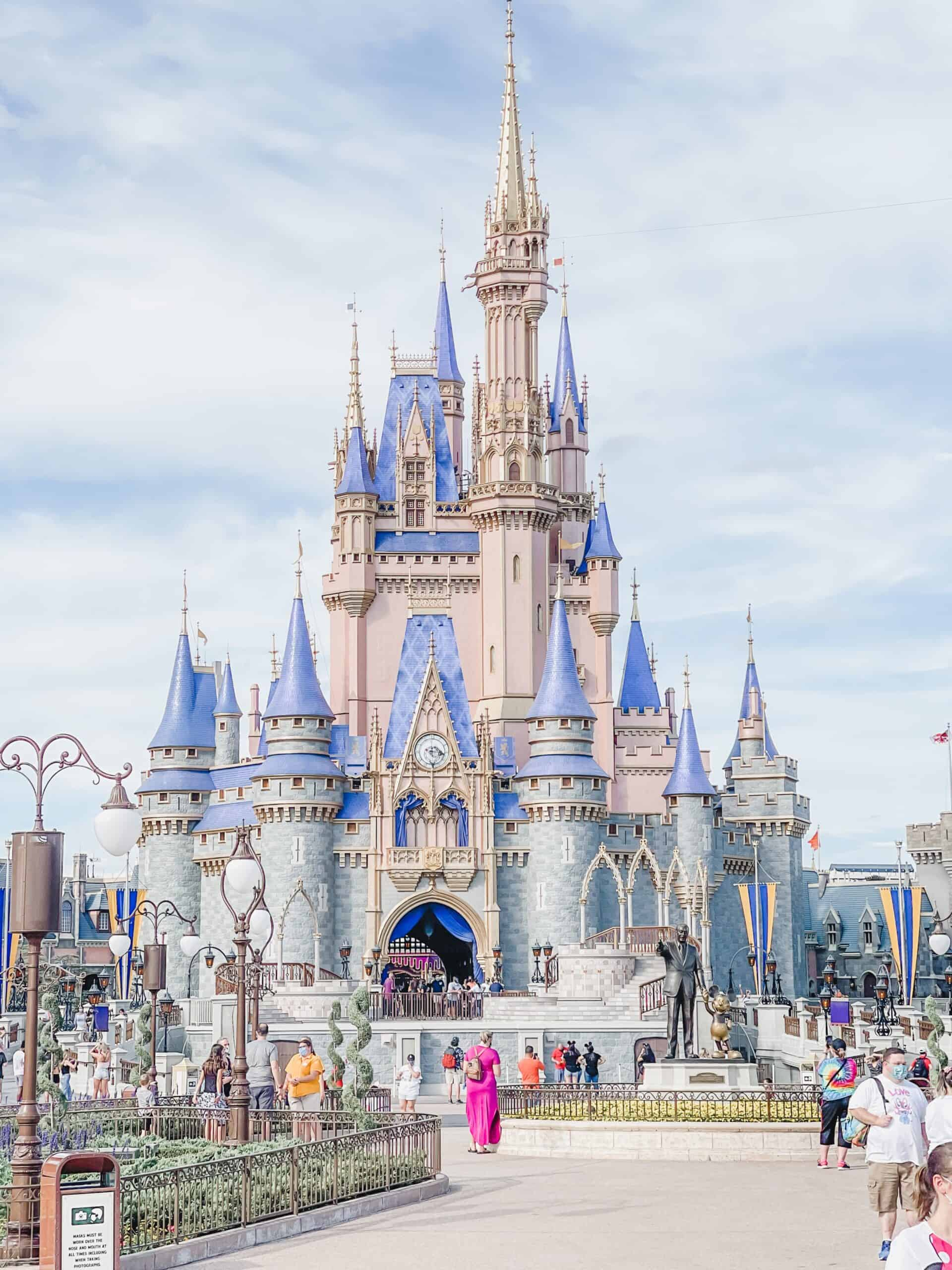 Our lodging off-site for four days while visiting Disney World.  We stayed at an airbnb in Kissimmee, Florida for less than $1200 for four days! #disneyworld #disney #kissimmee #orlando #florida #offproperty #disneyresort