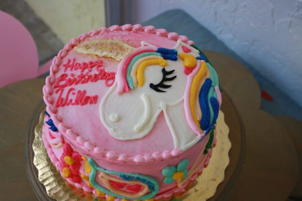 Unicorn cake for a Unicorn birthday party