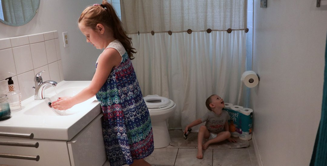 Easy Ways to Keep a Kid-Friendly Clean Bathroom