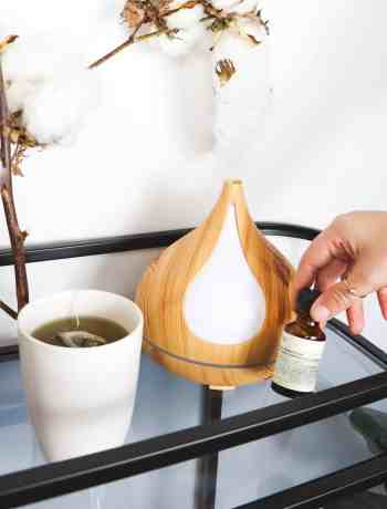 5 benefits of essential oil diffuser,  How to naturally get rid of a headache? Wish you could get more done everyday organically? Oil diffusers and essential oils can help! Essentials oils are powerful and by diffusing them into the air in your home or office you can see major benefits in mood, productivity, and health. Click to read more at The Confused Millennial.