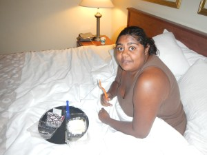 Eating Cake in Bed on our Knoxville to St Louis Road Trip