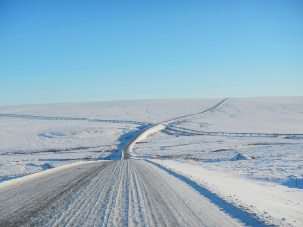 Pipeline Crossing the Dalton Highway
