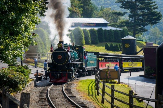 Tweetsie Railroad Review  Car 190 on the Tracks