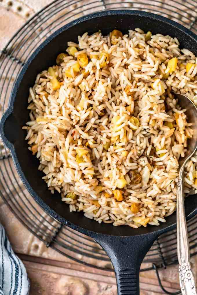 rice pilaf with apples and raisins