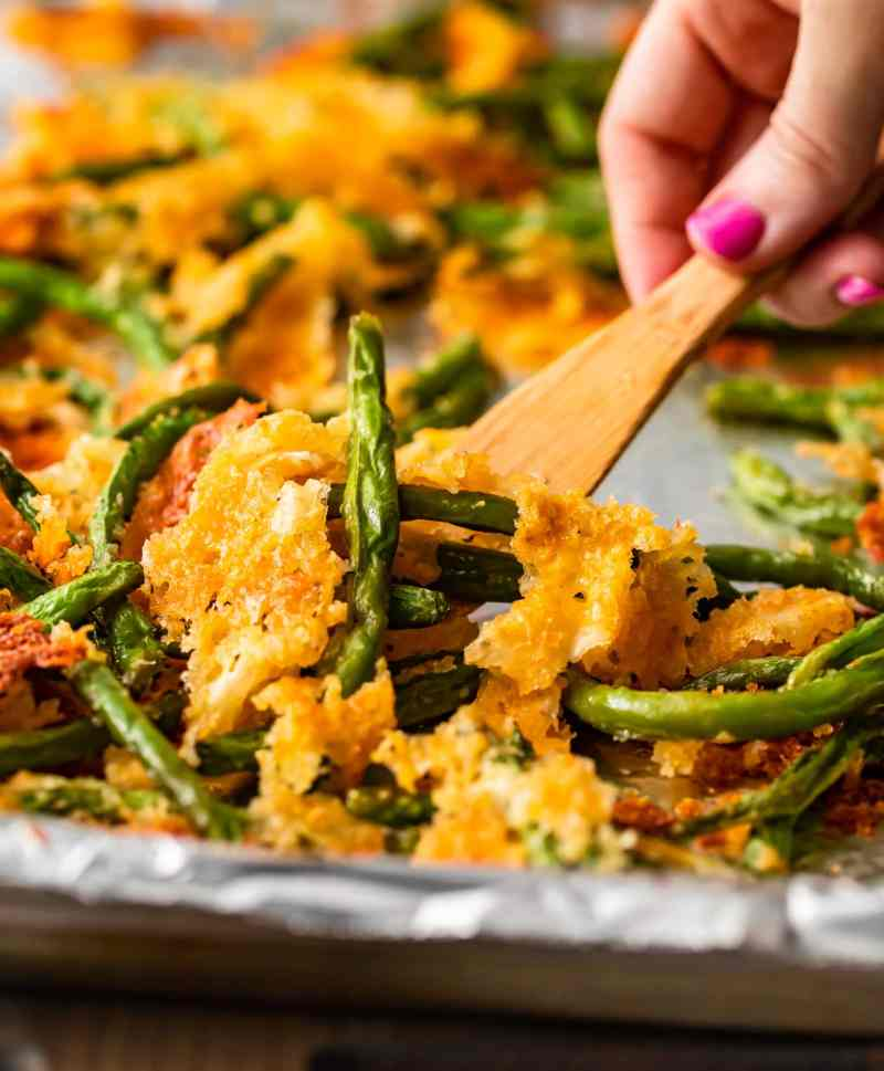 close up pf crispy baked green beans on a spatula