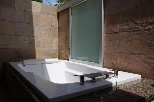 cw6-br1-bath-01