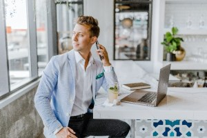 leaving an impactful voicemail for clients