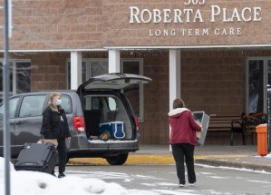 2 Toronto-area seniors' homes limit visits from Barrie over COVID-19 variant risk