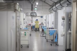 COVID-19: How will Alberta health-care workers prioritize patients amid an ICU surge?