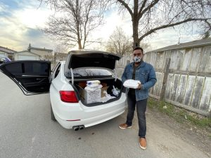Regina man organizes food drive in memory of parents taken by COVID-19