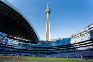 Toronto Blue Jays celebrate return to Rogers Centre with 6-4 win over Kansas City Royals