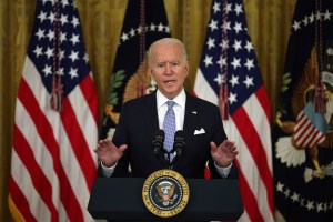 Biden urges states to give renters federal cash before evictions resume