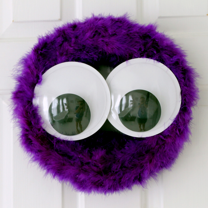 Make this easy monster wreath for Halloween in about 10 minutes! Love this idea!