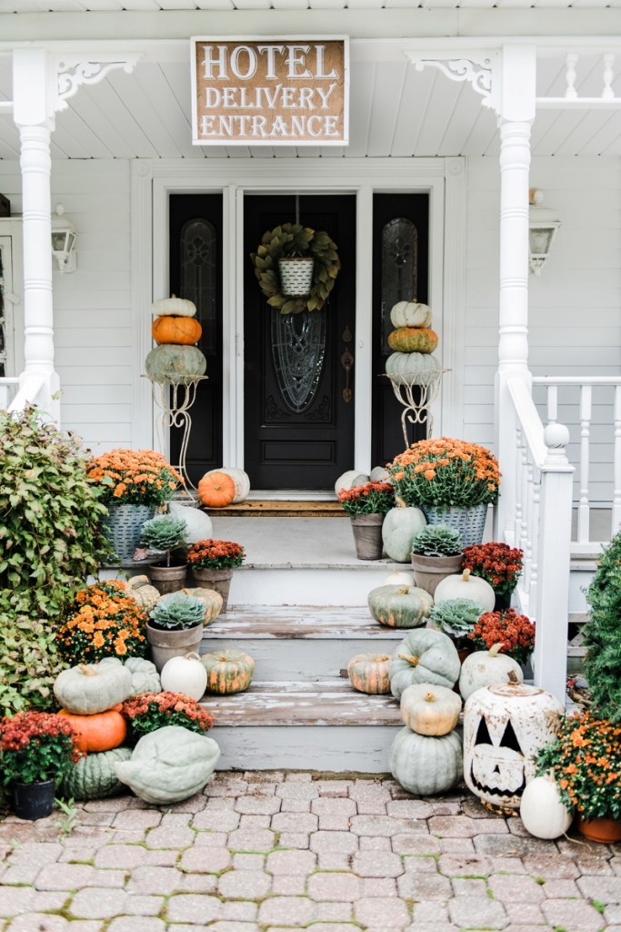 Easy Outdoor Fall Decor Inspiration - The Country Chic Cottage on Backyard Decor  id=77448