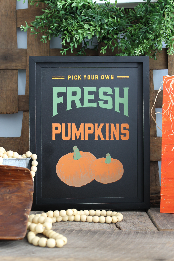 Learn how to make fall signs with Chalk Couture in minutes! This product makes crafting so easy! #chalkcouture #fall #pumpkin