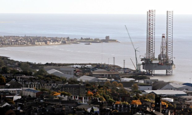 There are to develop a railhead at Dundee port to attract more business to the area.