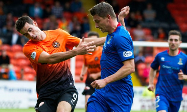 10/08/13 SCOTTISH PREMIERSHIP DUNDEE UTD V ICT (0-1) TANNADICE - DUNDEE Brian Graham (left) is closed down by ICT's Josh Meekings