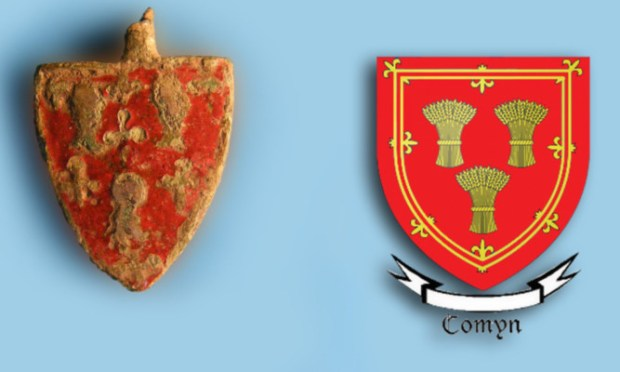 The badge found at Loch Leven bears a strong resemblance to the Comyn coat of arms.