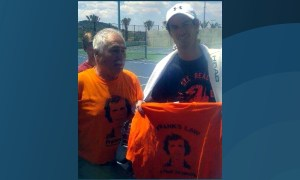 Andy Murray holds a Frank's Law T-shirt with pride.