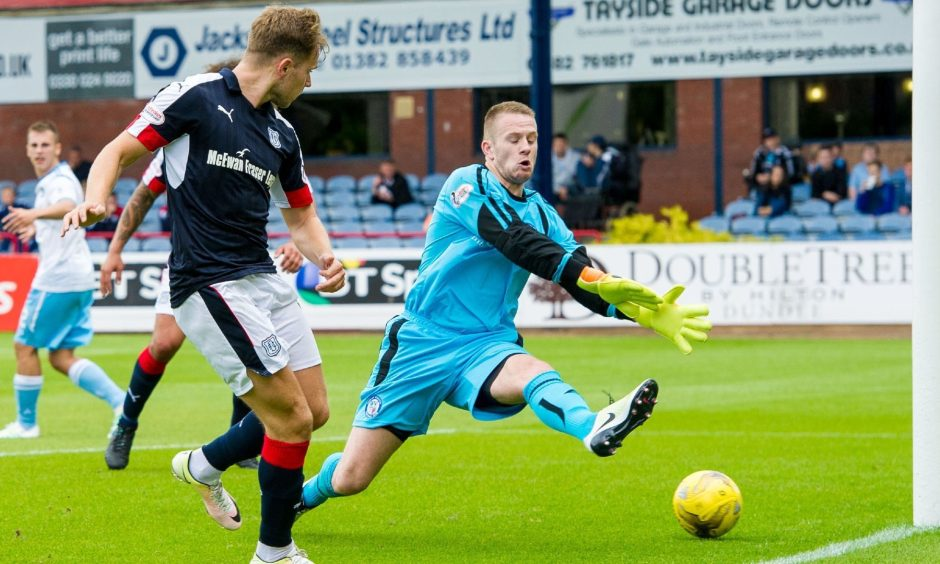 30/07/16 - BETFRED LEAGUE CUP GROUP A    DUNDEE V FORFAR    DENS PARK - DUNDEE    Dundee's Greg stewart scorers to make it 3-0