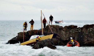 A small yacht is run aground off the coast of Cellardyke in Fife