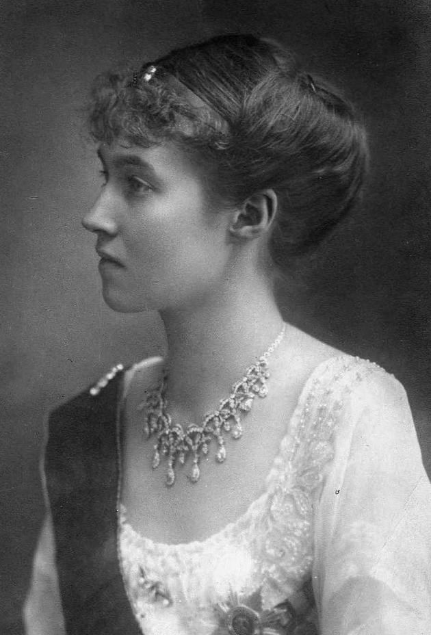 Charlotte wears a golden bandeau-style tiara with an elaborate diamond necklace for an early portrait