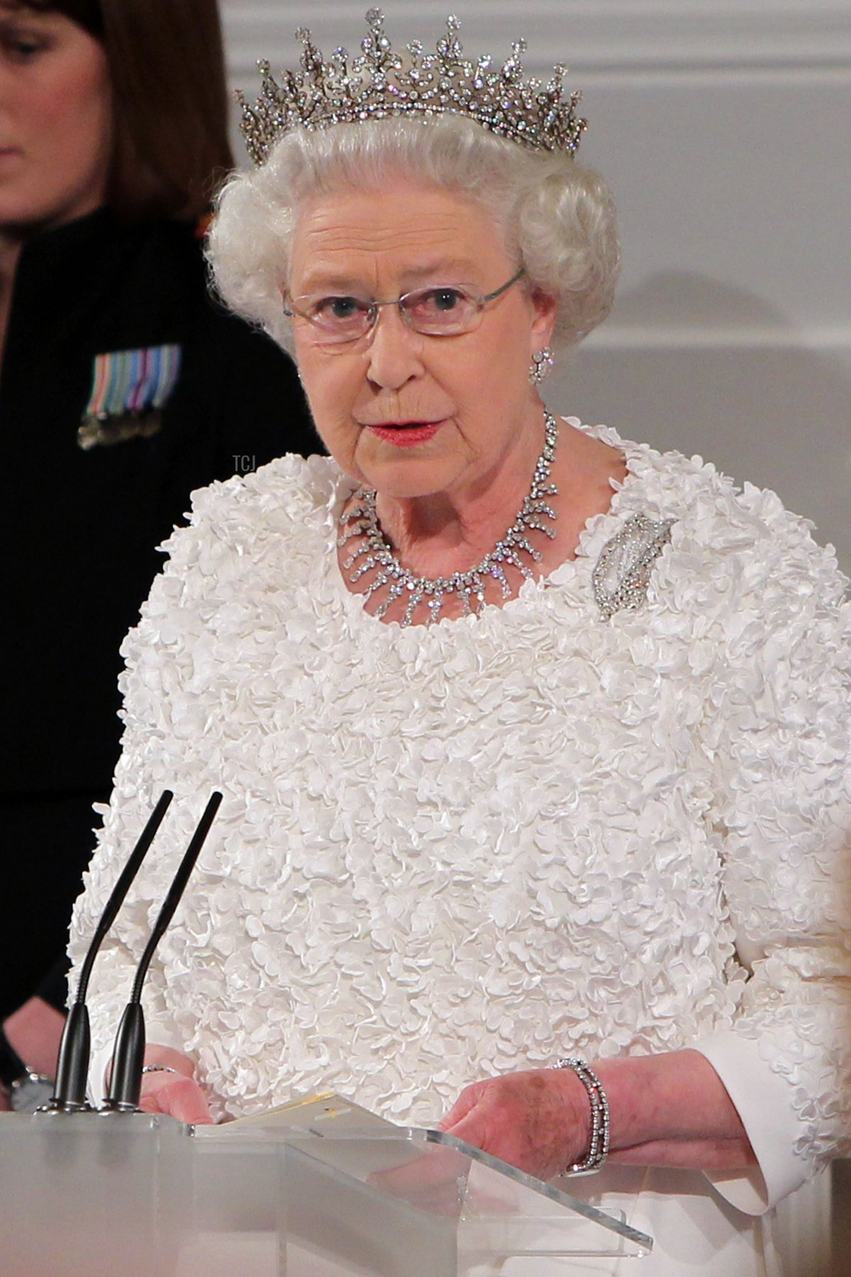 Queen Elizabeth II makes a speech during a State Dinner at Dublin Castle, on May 18, 2011 in Dublin, Ireland
