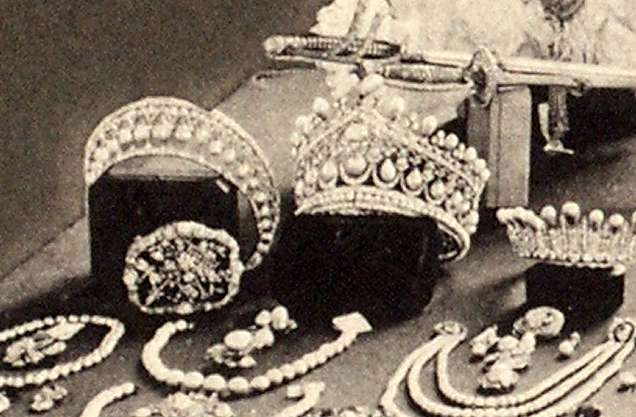 """The Bolin tiara displayed on the famous """"jewel table,"""" ca. 1922"""