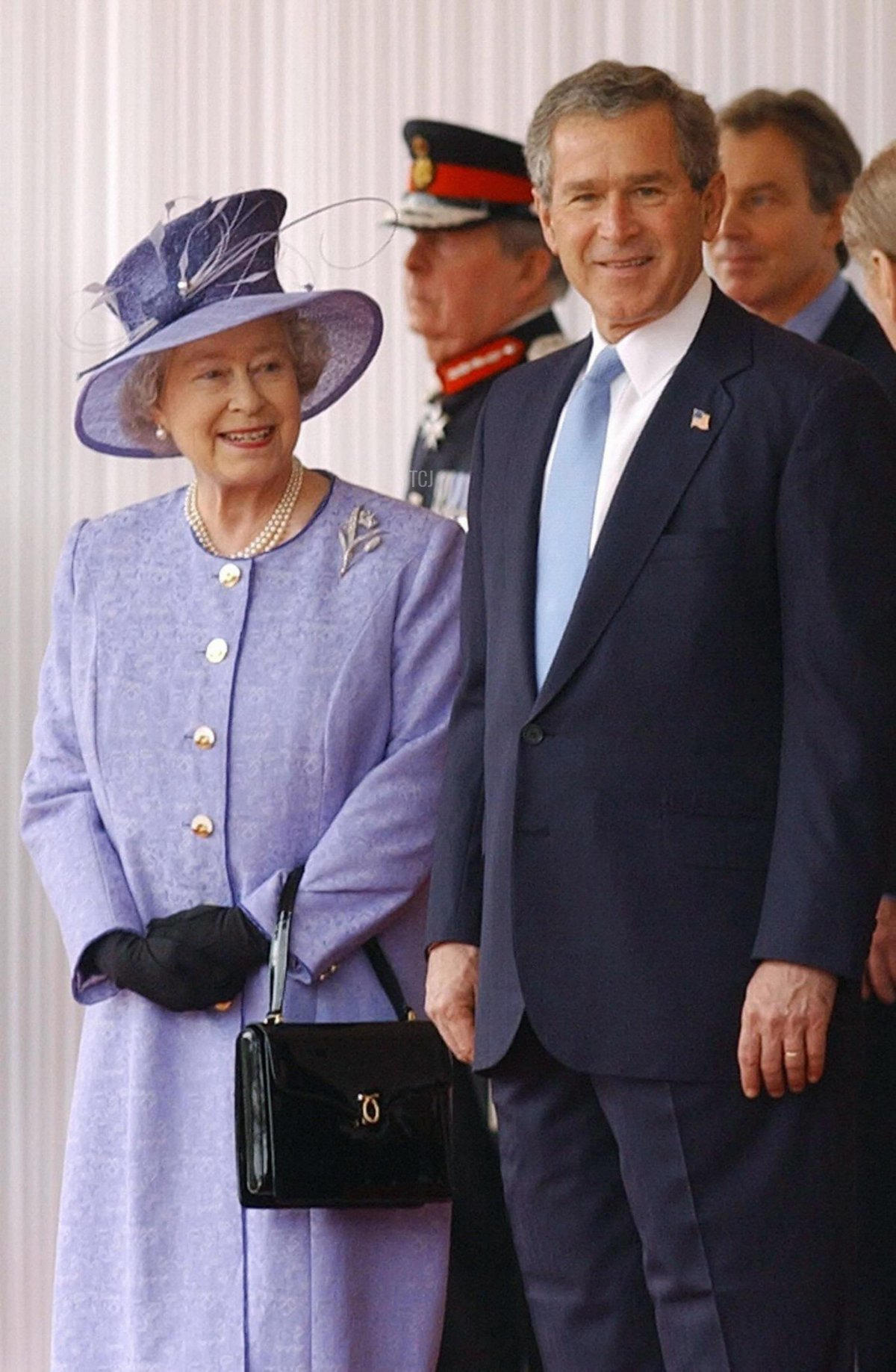 US President George W. Bush (C) welcomed to the United Kingdom by Queen Elizabeth II and Prime Minister Tony Blair, 19 November 2003 amid tight security at Buckingham Palace. Traditional British pomp and ceremony, including a 41-gun salute, was laid on for start of the historic state visit. The President and Mrs Bush stayed overnight at the Palace before the official welcome ceremony