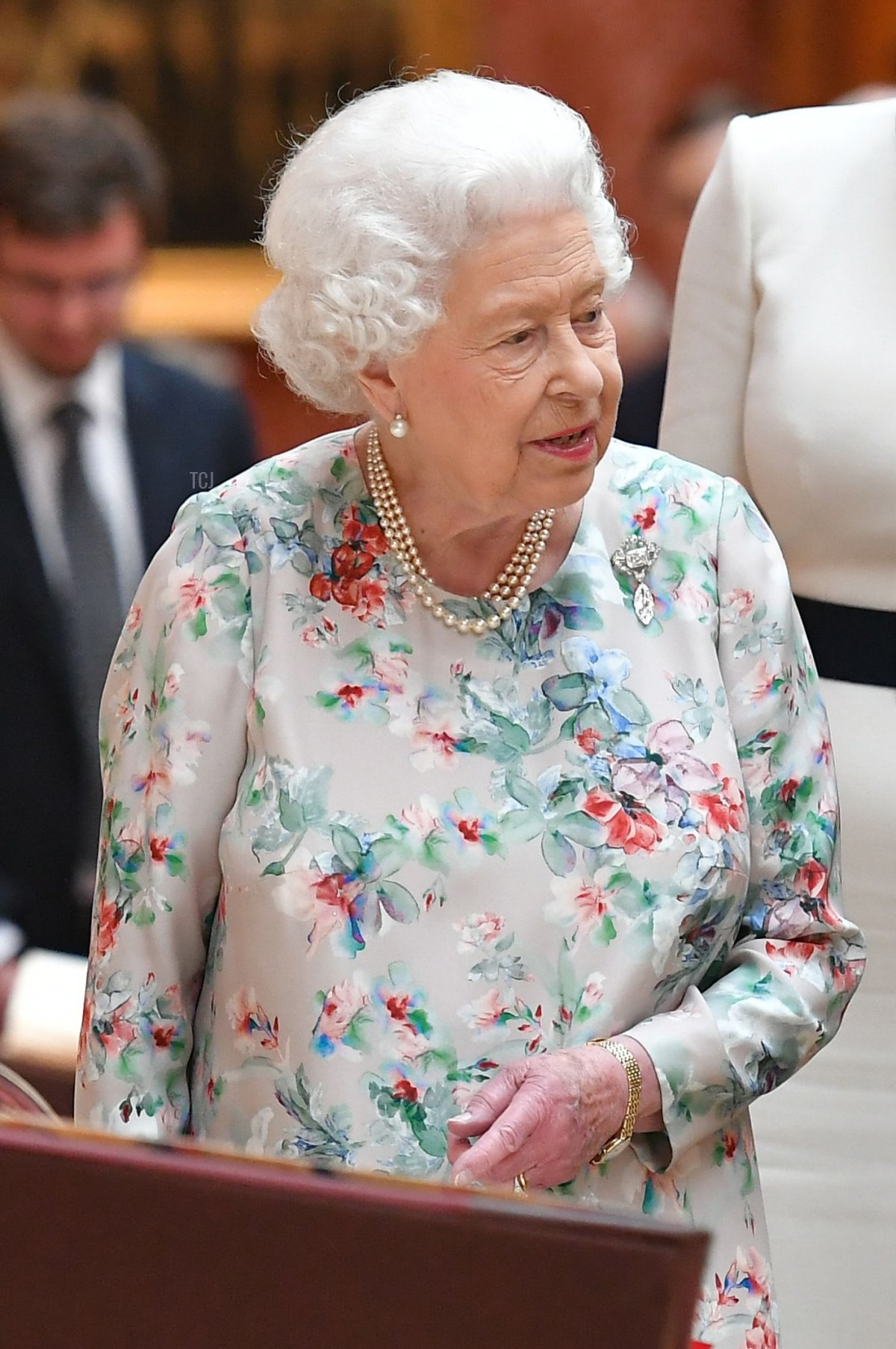 Britain's Queen Elizabeth II (L) views a display of US items of the Royal collection with US President Donald Trump and US First Lady Melania Trump at Buckingham palace at Buckingham Palace in central London on June 3, 2019, on the first day of their three-day State Visit to the UK