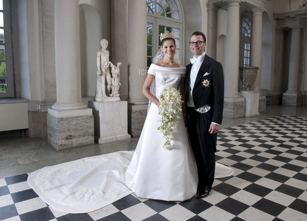 Crown Princess Victoria of Sweden and Prince Daniel, Duke of Vastergotland pose after their wedding in Storkyrkan Church on June 19, 2010 in Stockholm, Sweden