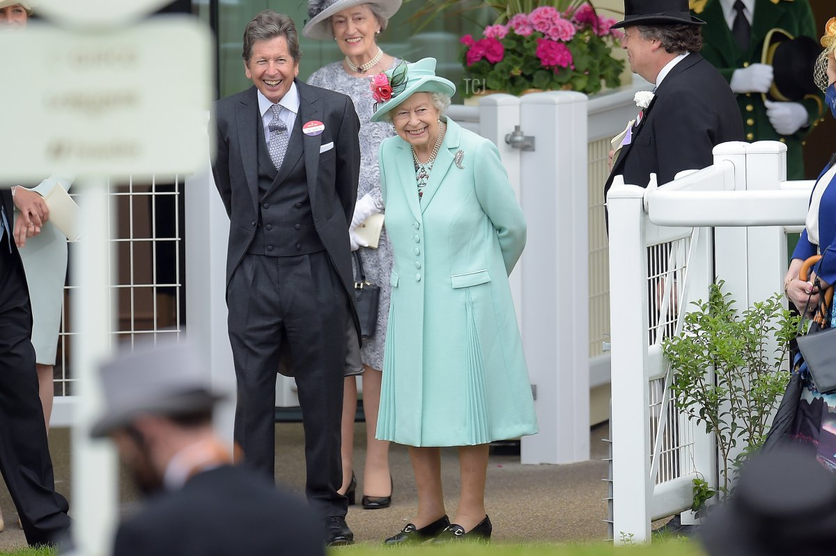 Queen Elizabeth II (C) and John Warren (L) watch as horses are led into the parade ring during Royal Ascot 2021 at Ascot Racecourse on June 19, 2021 in Ascot, England