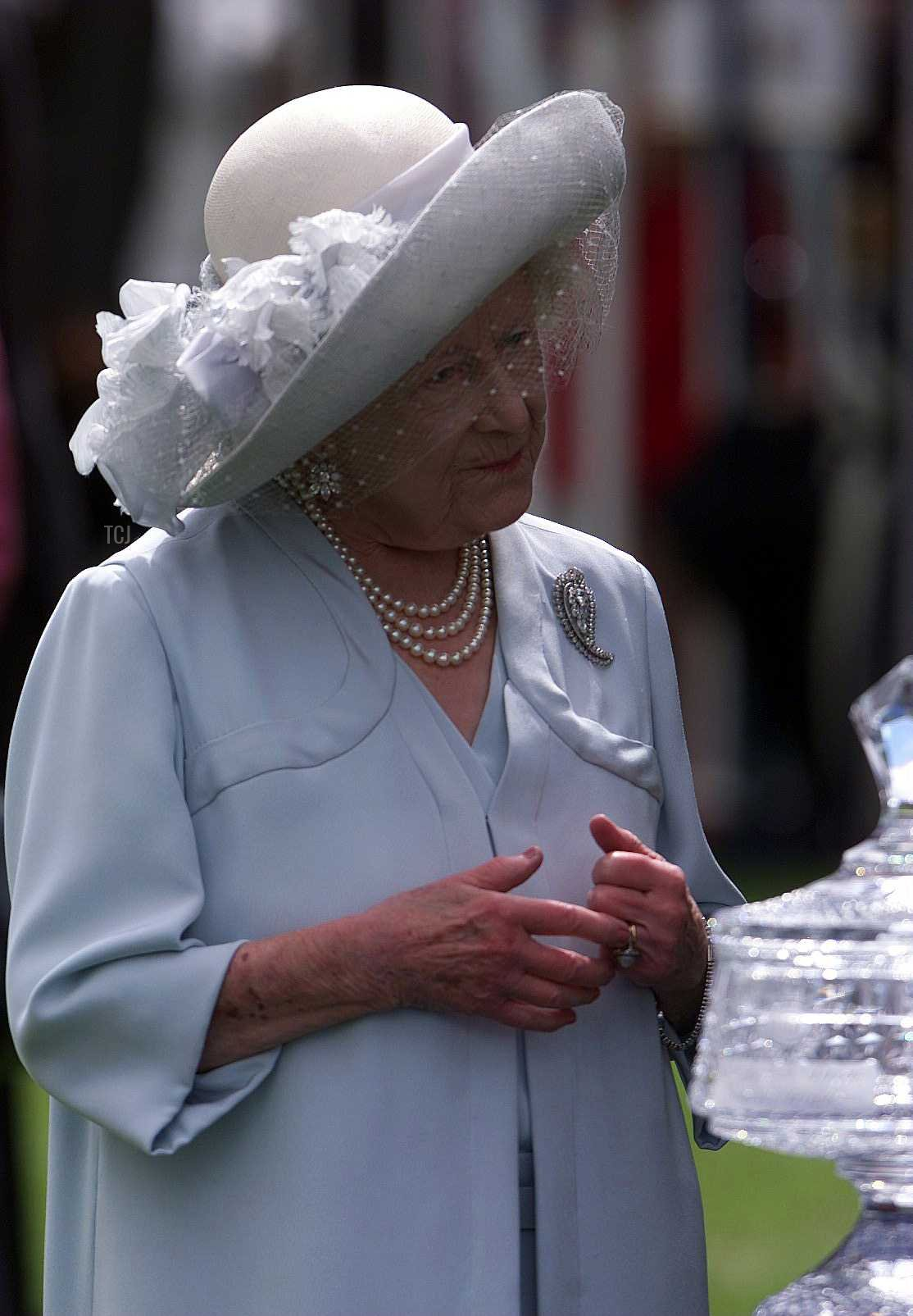 24 Jun 2000: The Queen Mother with the trophy she presented to Julie Fallon representing her husband Kieren who was named top jockey with 4 wins at the recent Royal Meeting at Ascot