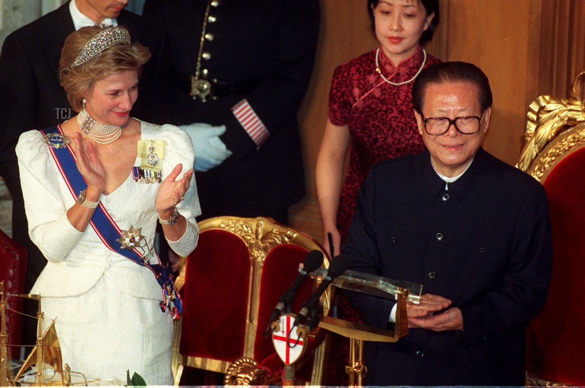 The Chinese President Jiang Zemin, right, is applauded by the Duchess of Gloucester, left, after making a speech at the Guildhall in the City of London