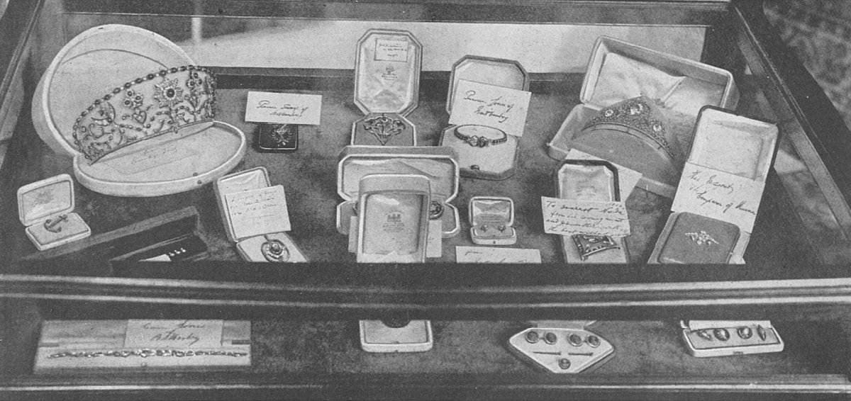 Wedding gifts presented to Countess Nadejda de Torby, 1916