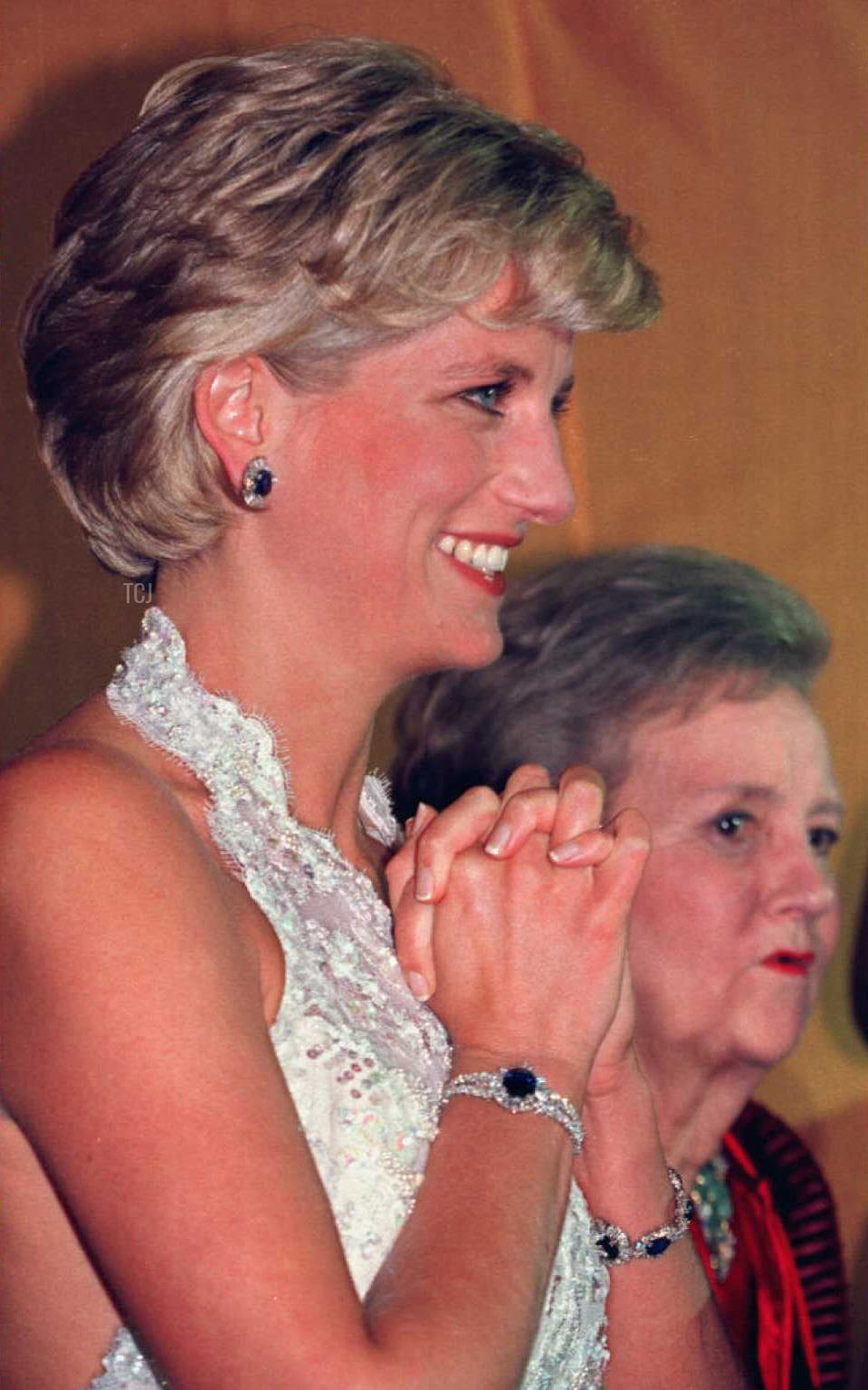 Princess Diana of Wales stands with Washington Post owner Katharine Graham in the receiving line at a multi-million dollar fundraising event for the Nina Hyde Center for Breast Cancer Research late 24 September 1996 in Washington, D.C.