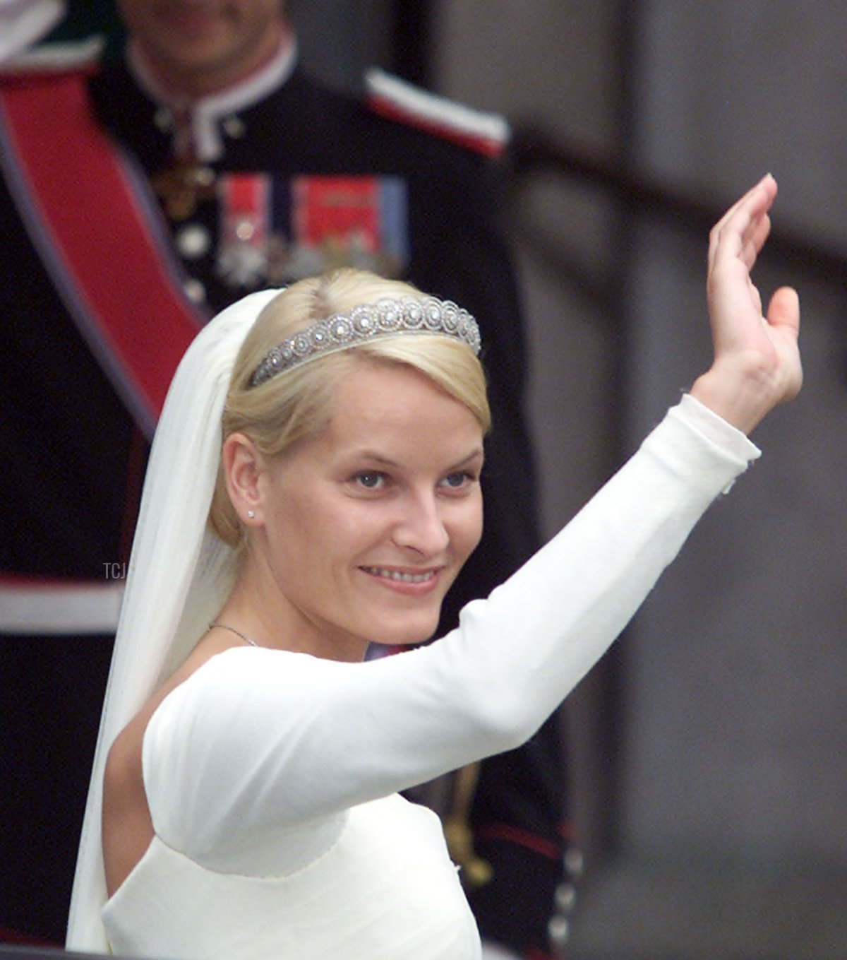 Royal bride Mette-Marit Tjessem Hoeiby waves to wellwishers outside Oslo Cathedral immediately prior to the wedding ceremony 25 August 2001