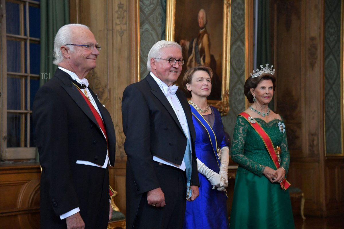Sweden's King Carl Gustaf, German President Frank-Walter Steinmeier and his wife Elke Buedenbender and Queen Silvia arrive for a State Banquet at the Royal Palace in Stockholm, on September 7, 2021