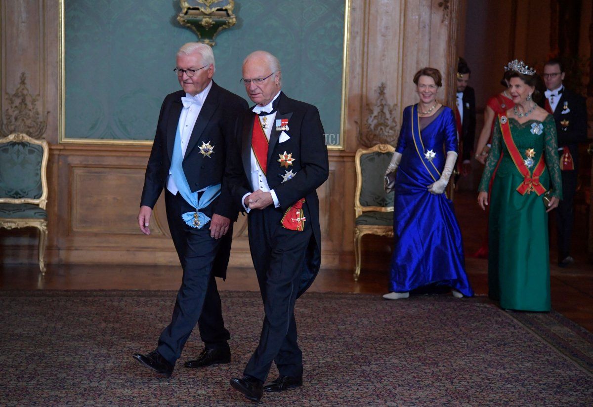 German President Frank-Walter Steinmeier (L) and Sweden's King Carl Gustaf followed by Steinmeier's wife Elke Buedenbender and Queen Silvia arrive for a State Banquet at the Royal Palace in Stockholm, on September 7, 2021
