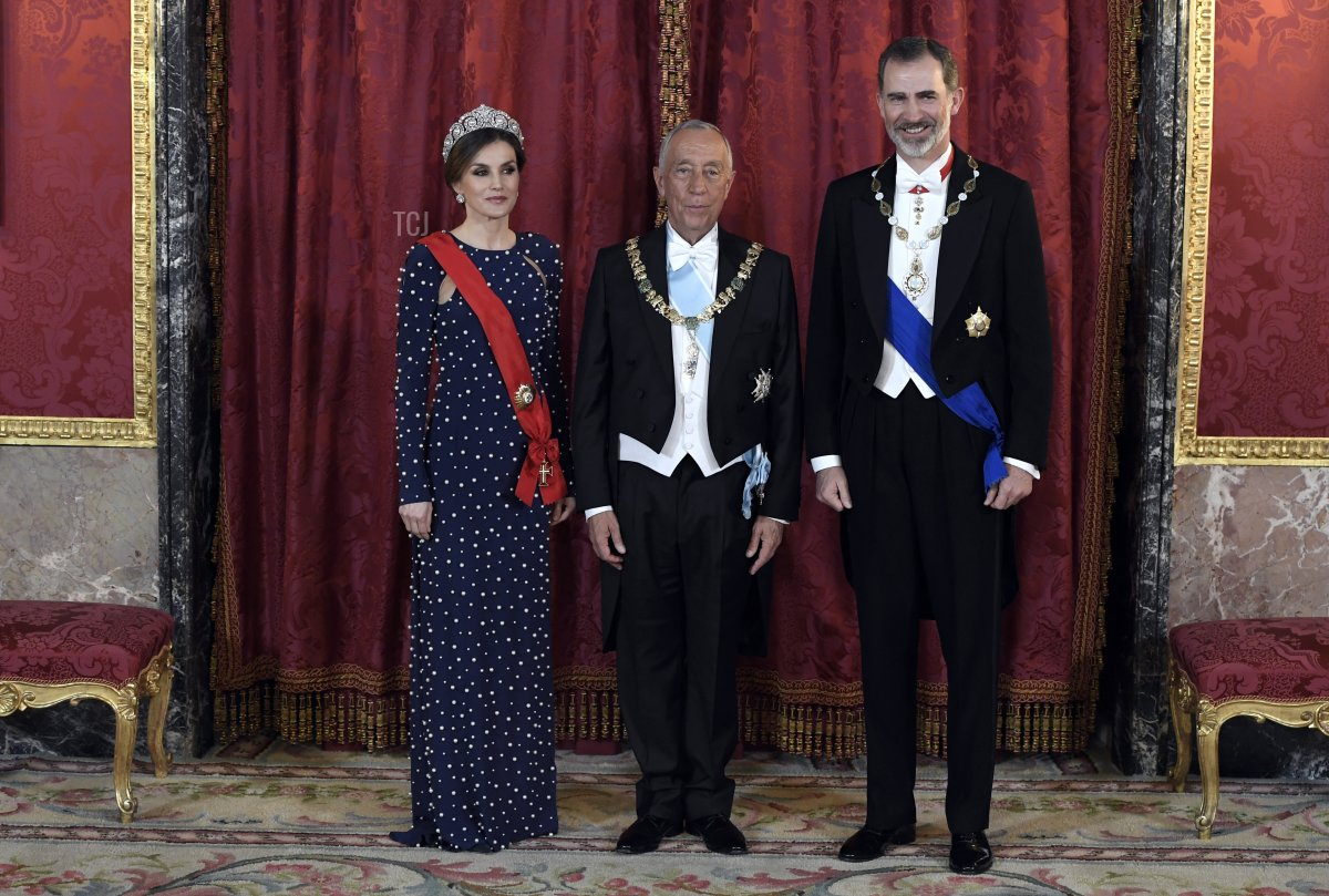 King Felipe VI of Spain (R) and his wife Queen Letizia (L) pose with Portuguese President Marcelo Rebelo de Sousa prior to holding a state dinner at the Royal Palace in Madrid on April 16, 2018