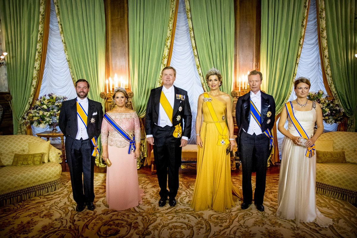 Hereditary Grand Duke Guillaume of Luxembourg, Grand Duchess Maria Teresa of Luxembourg, King Willem-Alexander of The Netherlands, Queen Maxima of The Netherlands, Grand Duke Henri of Luxembourg and Hereditary Grand Duchess Stephanie of Luxembourg during the official picture at the state banquet in the Grand Ducal Palace on May 23, 2018 in Luxembourg, Luxembourg