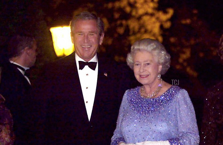 US President George W. Bush escorts Queen Elizabeth II inside for the American reciprocal dinner at the Winfield House, home of the US Ambassador 20 November, 2003 in London, England
